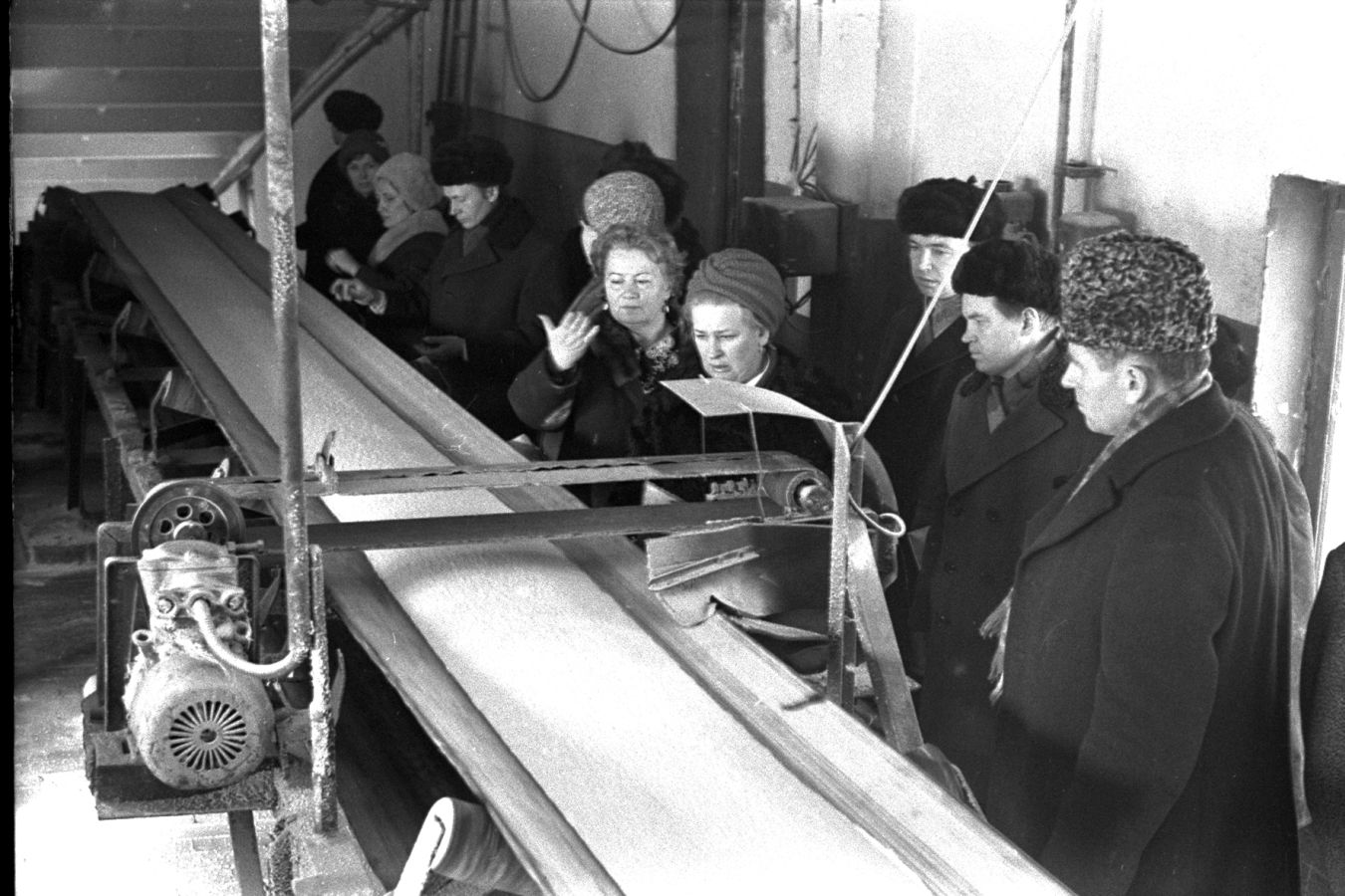 Ввод в эксплуатацию первых производственных мощностей: слабой азотной кислоты и аммиачной селитры на привозном аммиаке.